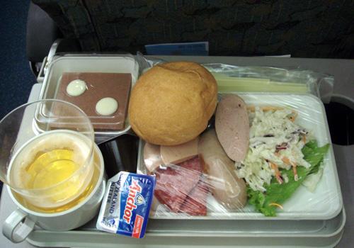 ベトナム航空の機内食2.jpg
